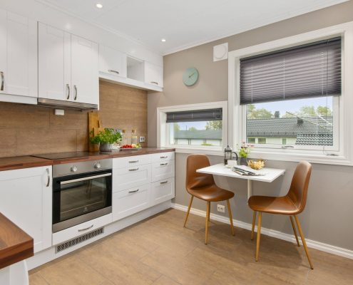 Modern Kitchen With Water Resistant Blinds   UBlinds